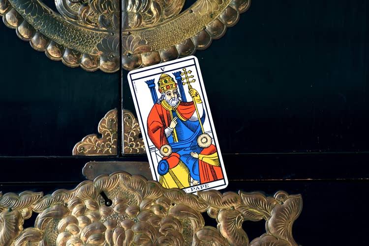 Le nom de Le Pape dans le tarot