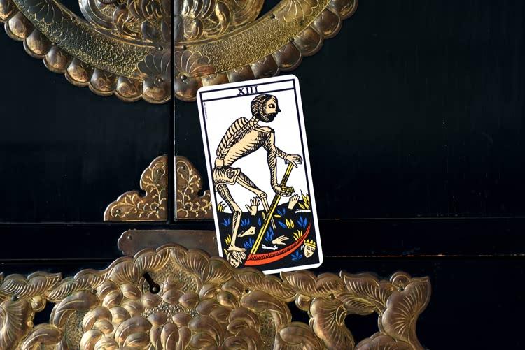 Le nom de XIII dans le tarot